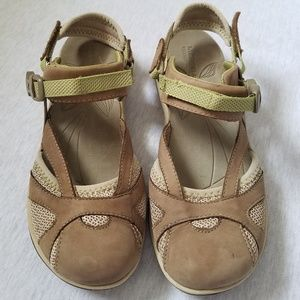 Merrell shoes closed toe sandals brown green 8